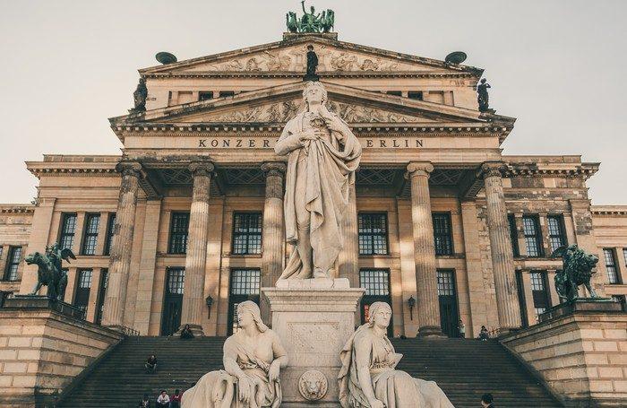 La piazza Gendarmenmarkt a Berlino